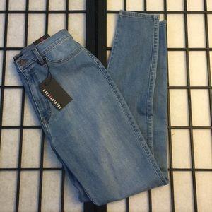 Fashion Nova Classic High-Waisted Jeans 🖤